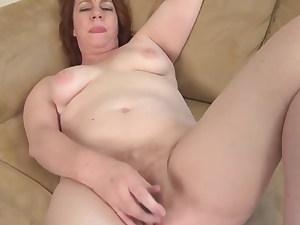 shameless mature damsel fucks her hungering cunt lesbian com