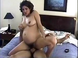Pregnant milf smoking while penetrating